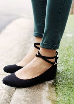 ankle strap flats - cute! great look with ankle pants. MLCNZYU