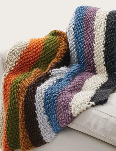 bernat seed stitch blanket - cozy chunky rainbow striped knit blanket -  free pattern DHSNBJS