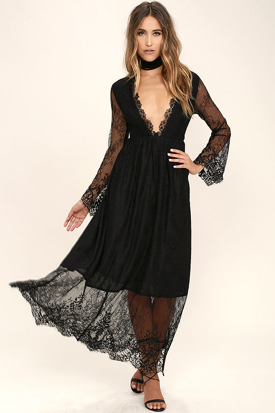 When and where to wear black lace maxi dress