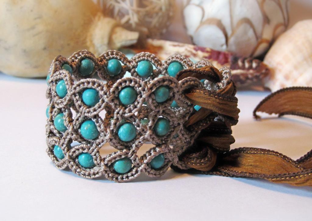 Various types of crochet bracelet pattern