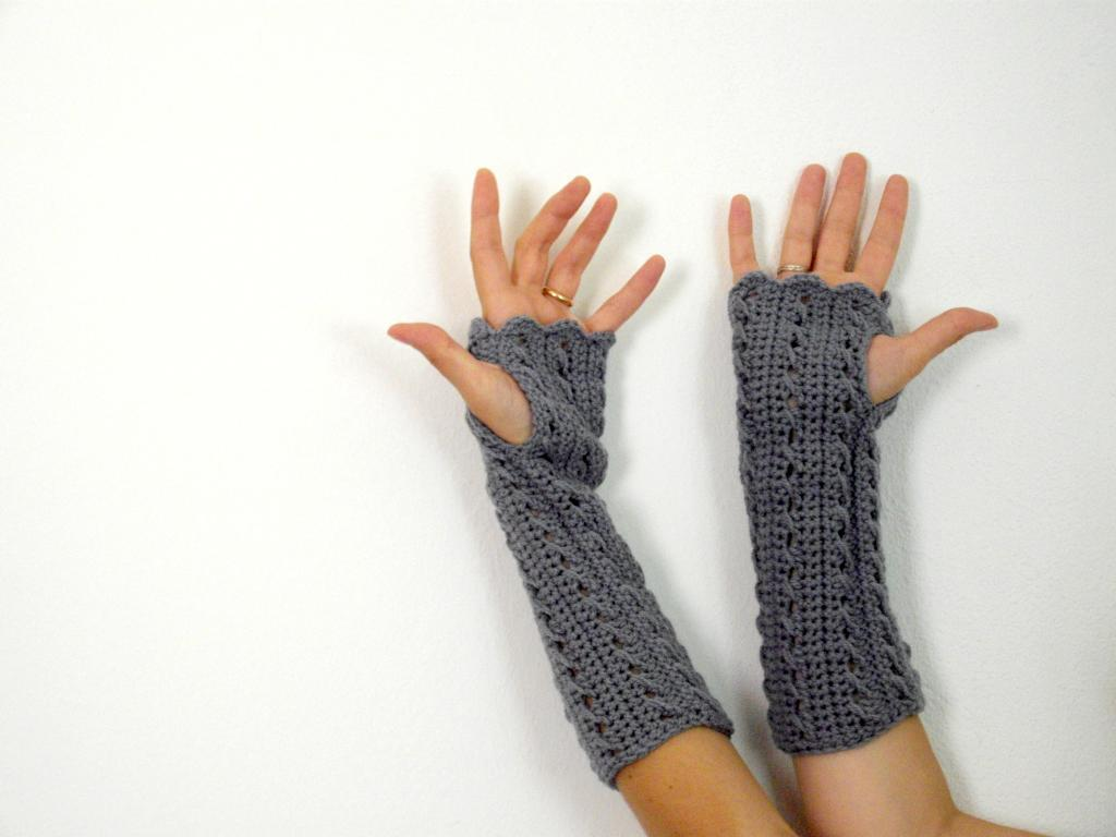 Why crochet fingerless gloves are gaining popularity than regular ones