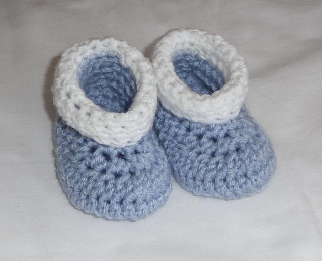 easy crochet baby booties roll tops crochet baby booties – free pattern! #crochet TCKTJHW