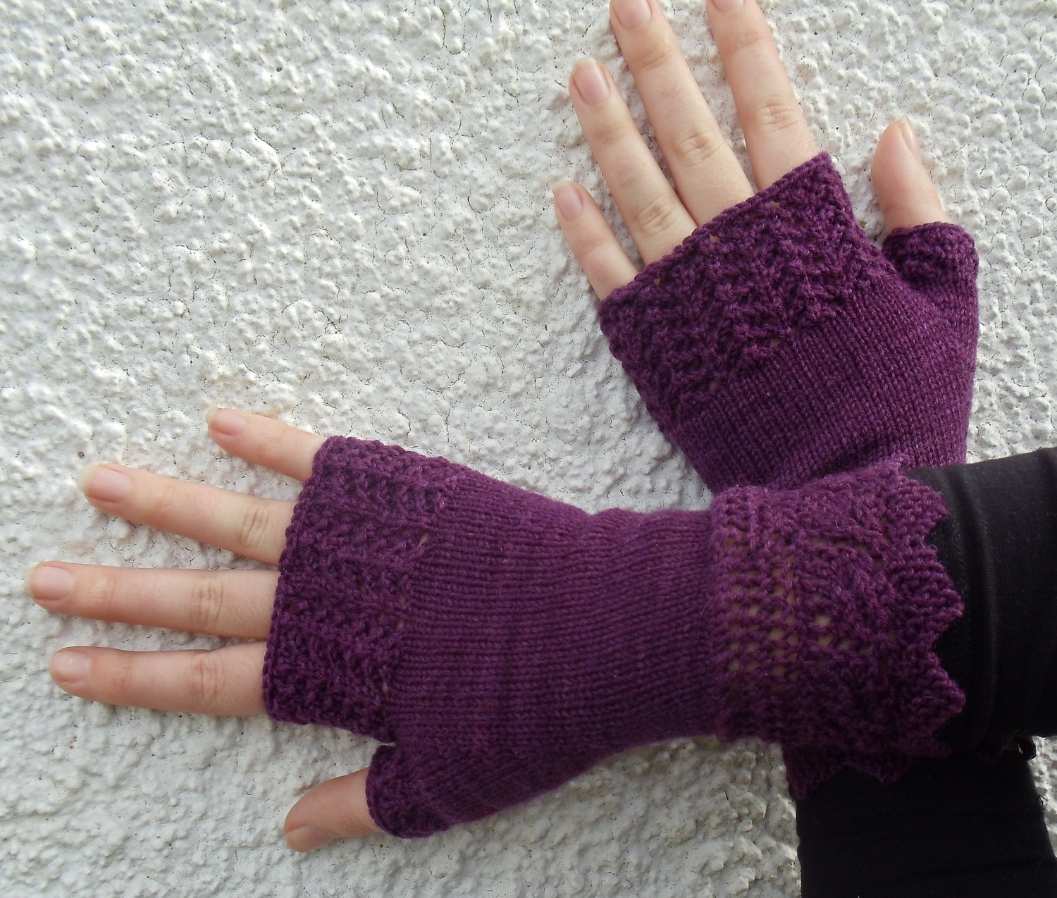 fingerless gloves knitting pattern these include special types of knits. they add a new dimension to the gloves. IKVBSST