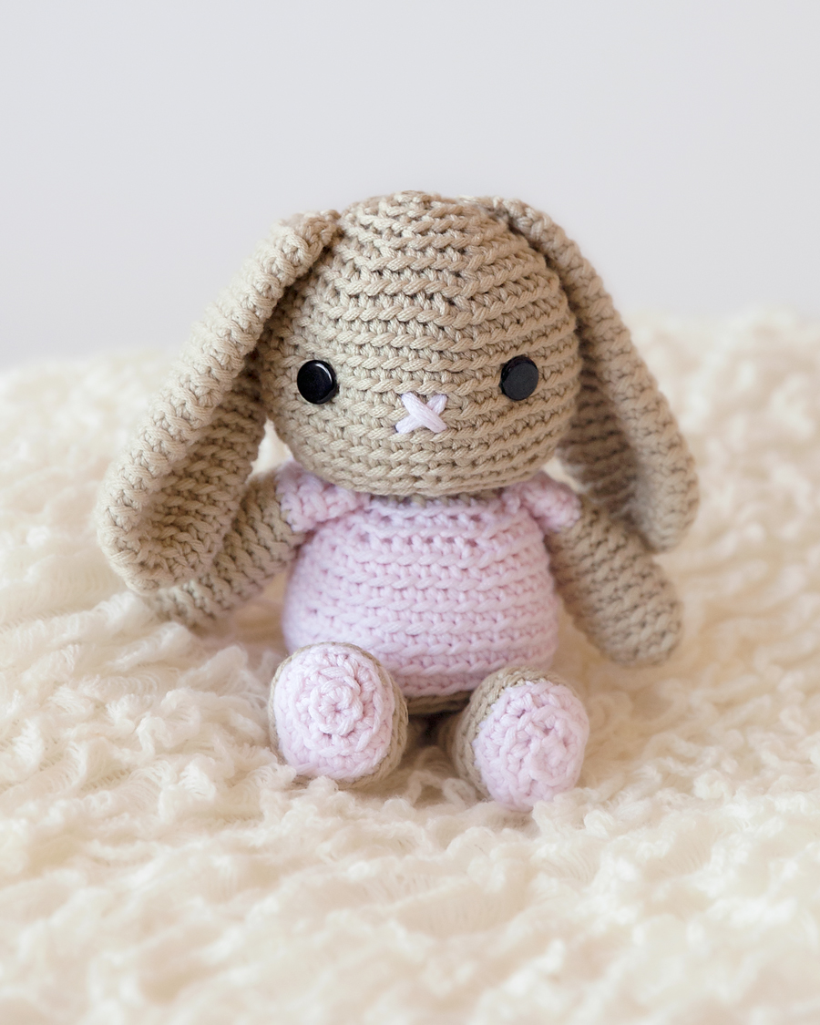 Sweet crochet bunny pattern