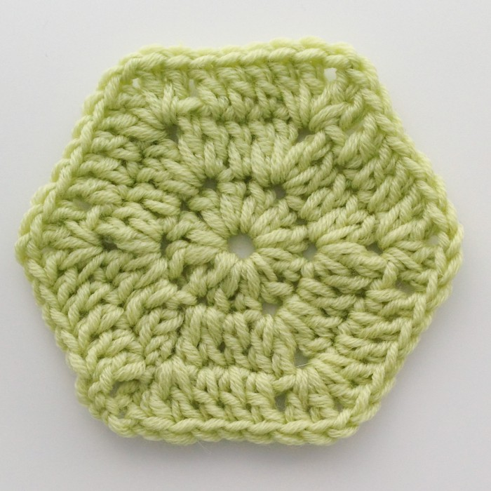 hexagon crochet pattern finishing last round of the granny crochet hexagon KJAYWPZ