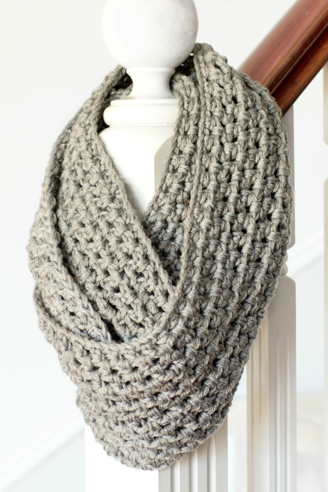Infinity scarf crochet pattern can spice up your wardrobe ...