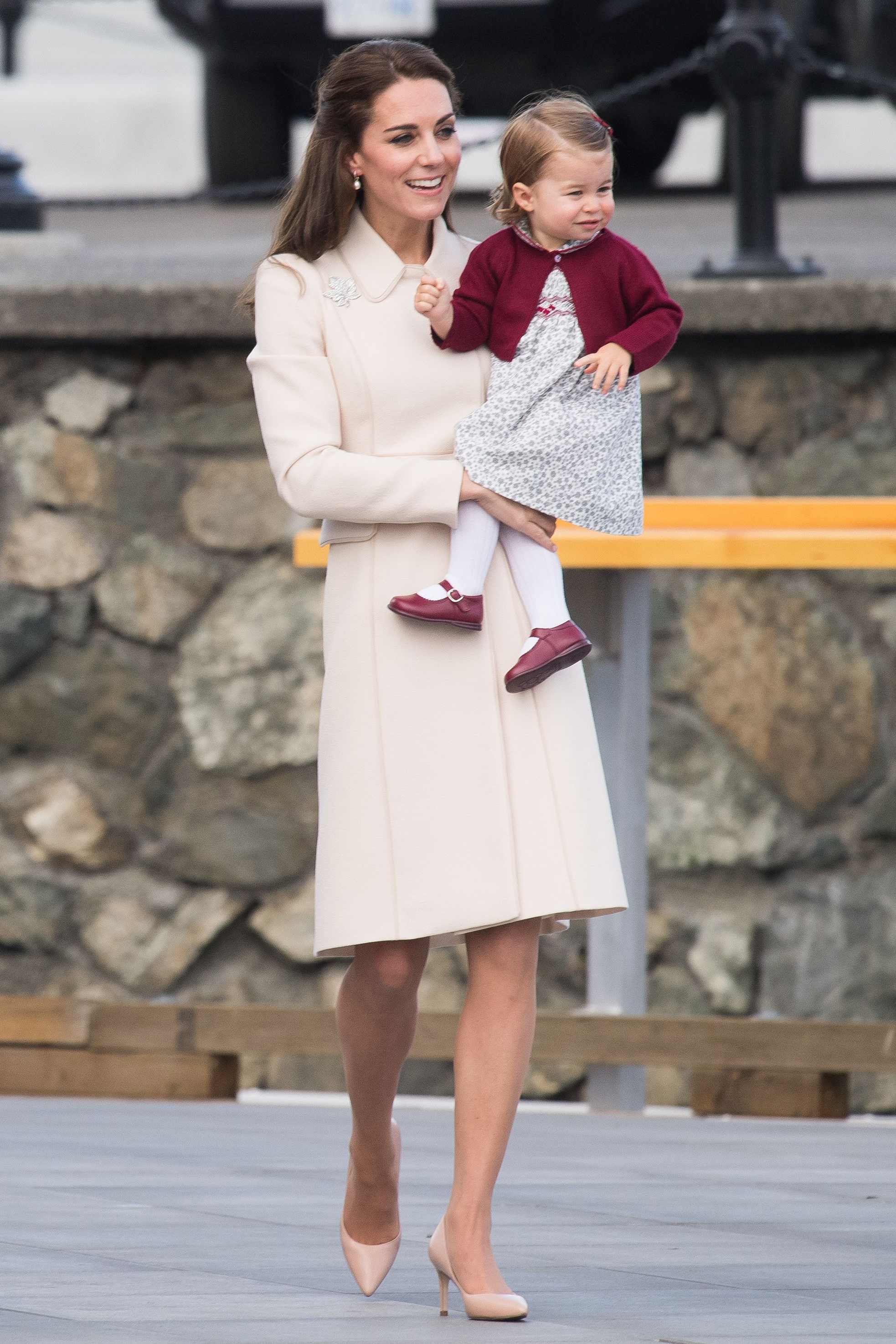 kate middleton style: duchess kateu0027s most stylish moments DKPIMRN