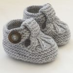 Let your child walk comfortably: knitted baby booties