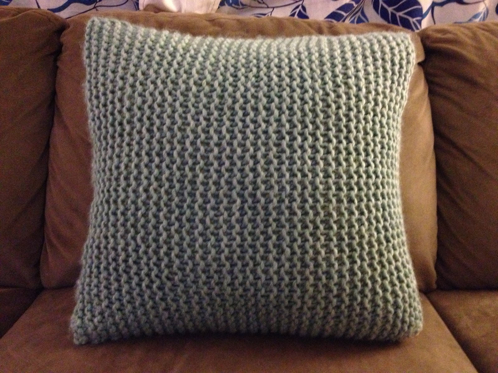 Knitting Pillow Pattern : Pattern ideas for knitted cushion covers fashionarrow