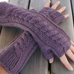 Few info on knitted fingerless gloves