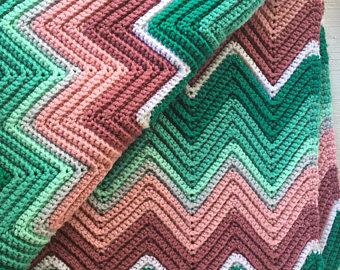 large vintage 70s hand crocheted afghan blanket rippled chevron pink, green  white rose retro ELYWTQU