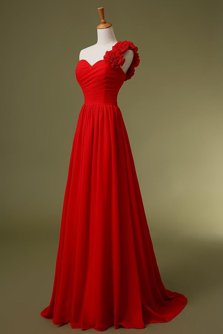 Look your very best as a bridesmaid by wearing the red bridesmaid ...