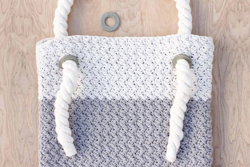 This Free Crochet Bag Pattern For Beginners Is Deceptively Simple