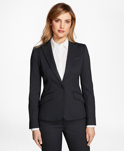 carry the evergreen look by wearing women�s suit