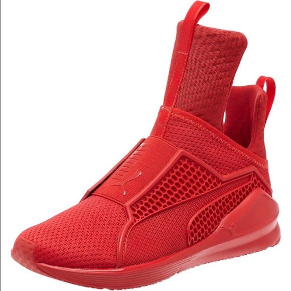 new rihanna red puma sneaker. size 6 in box HKJPION