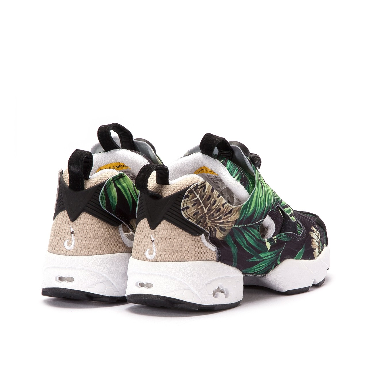 Reebok insta pump – Comes with amazing style and design
