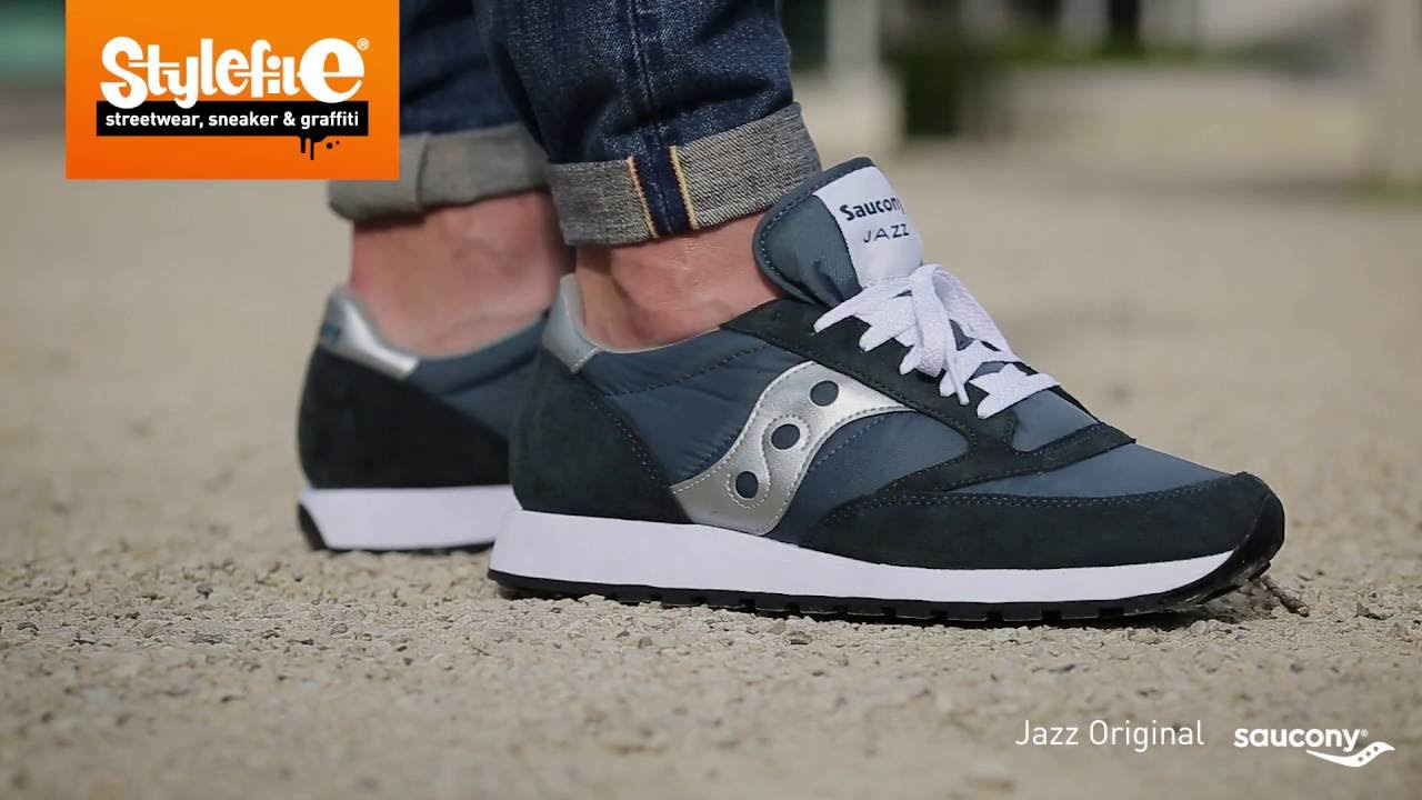 saucony sneakers saucony jazz original sneaker blue silver (on-feet) @stylefile UGDWAJL