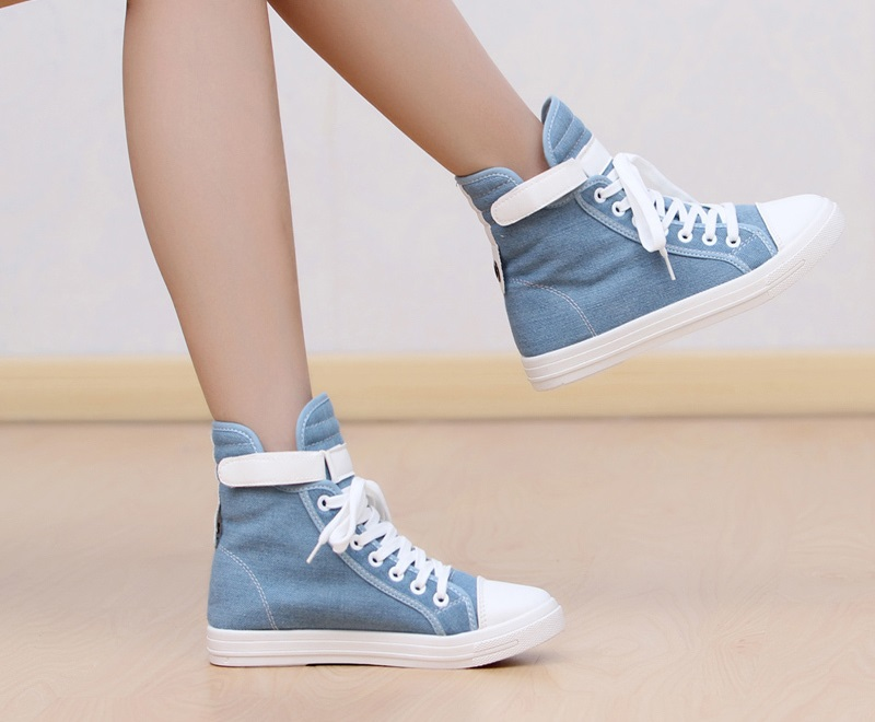 sneakers for girls best girl sneakers - girl wearing converse all star shoes HZGJRJY