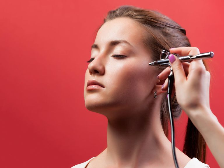Pros and Cons of Airbrush Makeup for Weddings