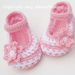 Crochet baby shoes for your new born