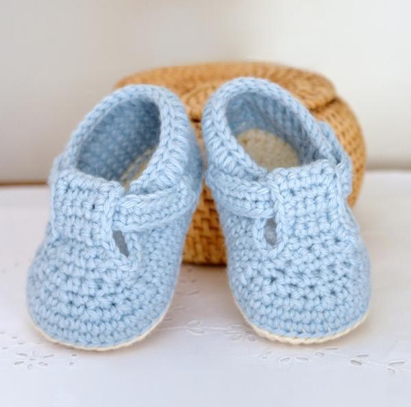 Classic T-Bar Baby Shoes crochet pattern - Allcrochetpatterns.net