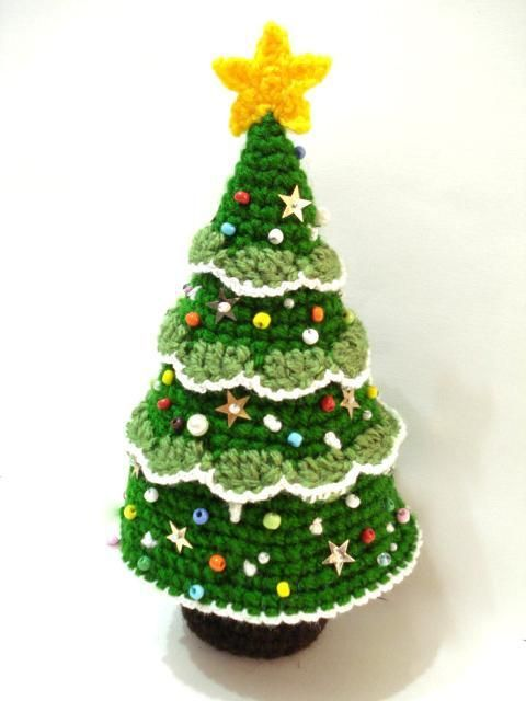 BEAUTIFUL CROCHET CHRISTMAS TREE