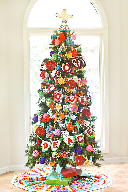 Crochet Decorated Christmas Tree {Michaels Dream Tree Challenge