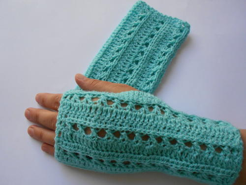 Crochet Gloves Pattern | AllFreeCrochet.com