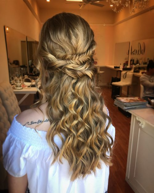 18 Stunning Curly Prom Hairstyles for 2019 - Updos, Down Do's & Braids!