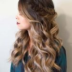 Make sure that you arrive at your prom   with some lovely curly hairstyles