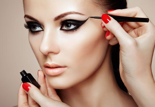 Make-up Tutorials For Beginners: Full Face Makeup Tutorial - Estheticnet