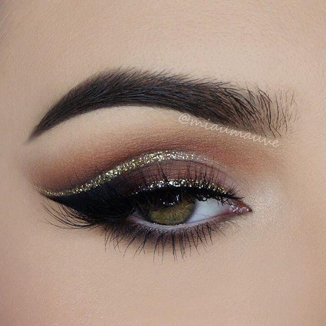 Eye makeup : silver Glitter lines Smokey Eye Makeup♥ #glitter
