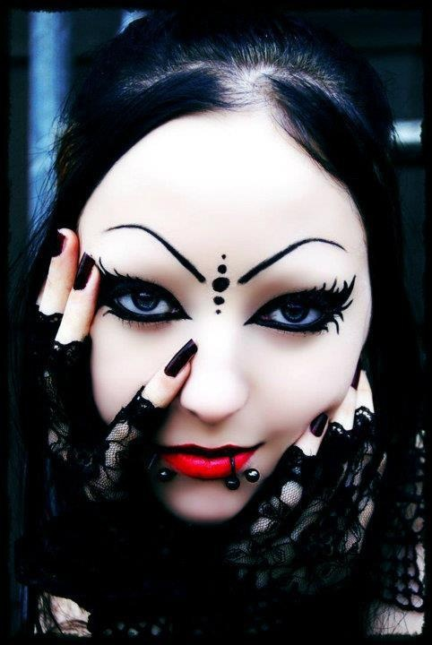 Gothic Makeup Ideas: Vampire Goth on We Heart It