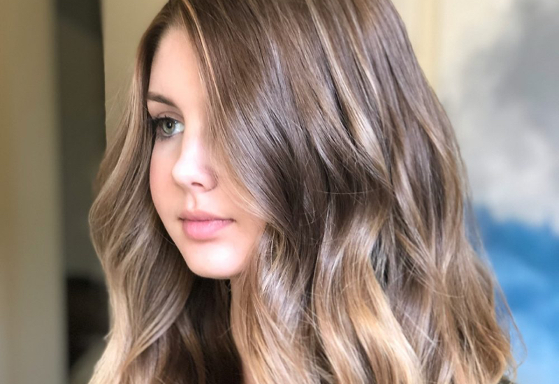16 Most Flattering Long Hairstyles for Round Faces (2019 Trends)