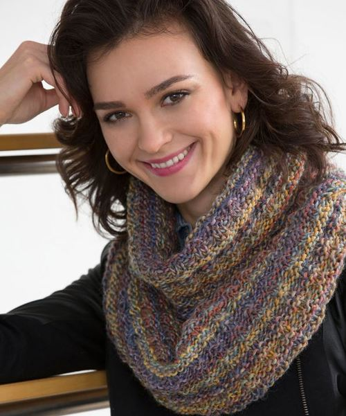The Easiest Elegant Infinity Scarf | AllFreeKnitting.com