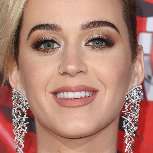 Katy Perry Makeup: Black Eyeshadow, Brown Eyeshadow, Gold Eyeshadow