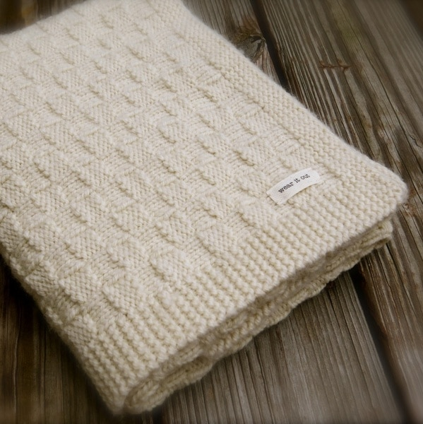 Give your baby a warm feeling in various   knitting patterns for baby blankets