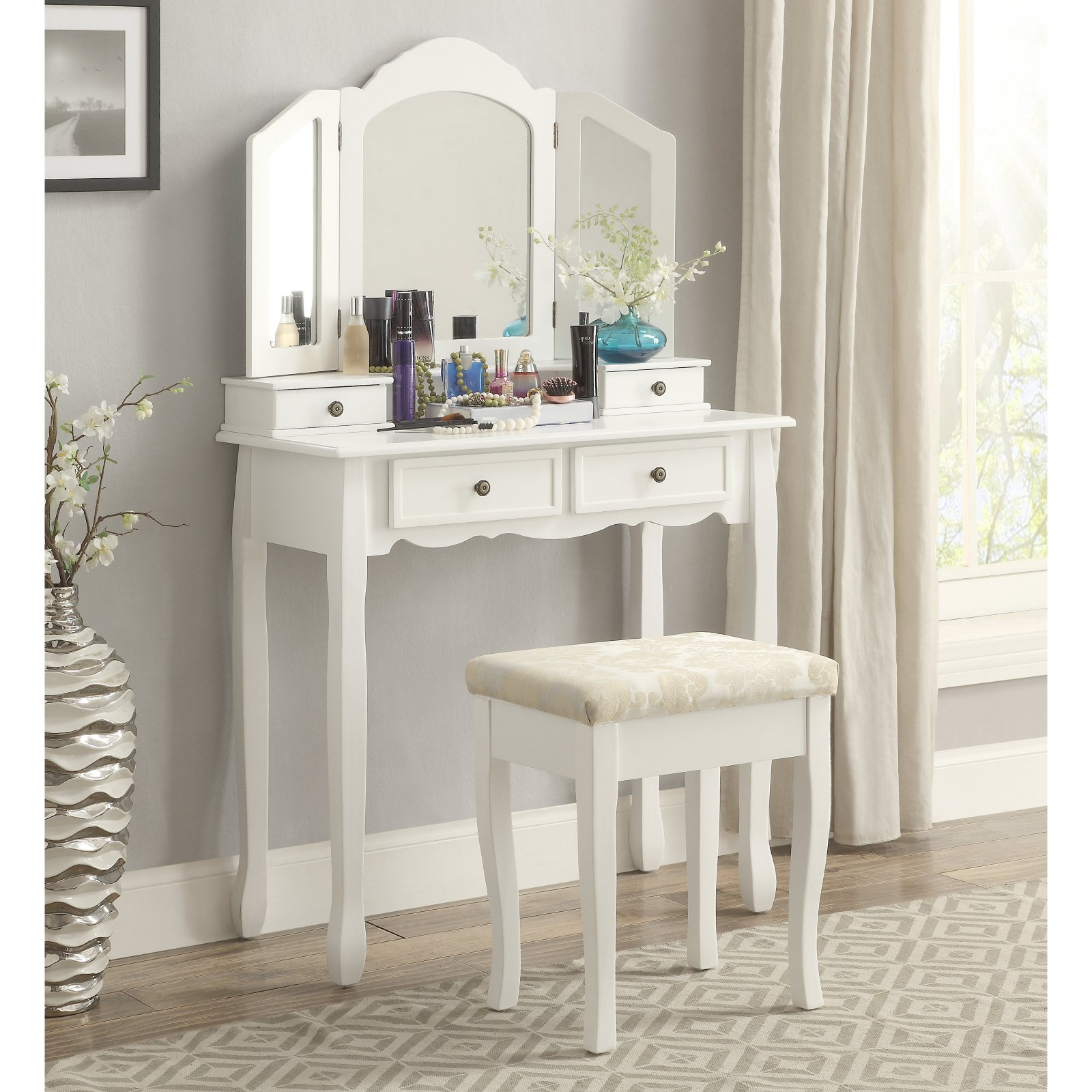 Many Effective Uses of Make up Table
