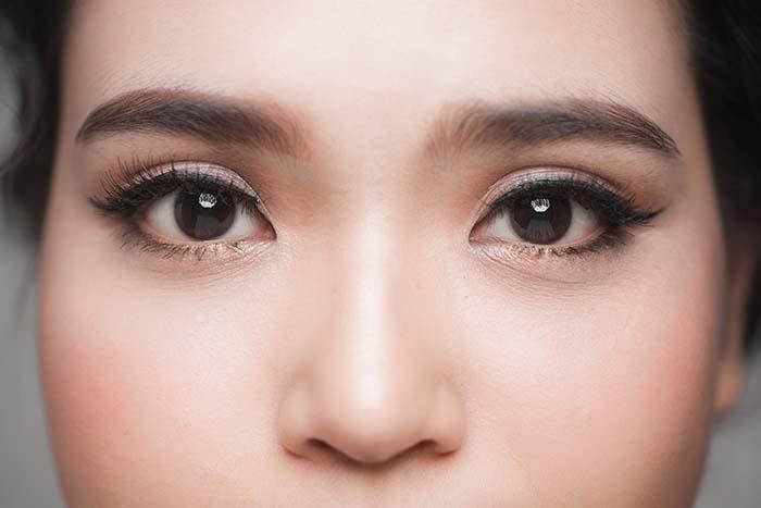 How to Do Eye Makeup for Brown Eyes: Smoky Eye and Natural Eye