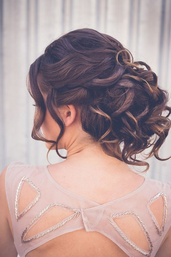 18 Elegant Hairstyles for Prom 2019