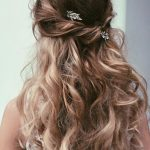 How to choose the best kind of prom   hairstyles for long hair