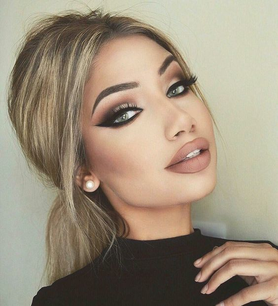 10 Sexy Prom Makeup Looks That'll Make You Feel Like A Glowing