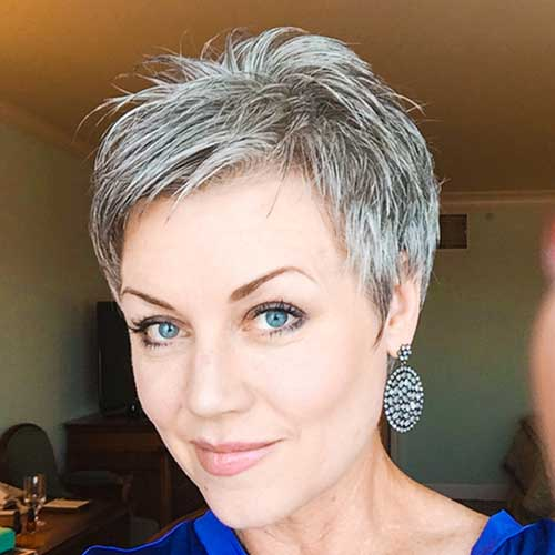 20 Best Short Haircuts for Older Women - NiceStyles