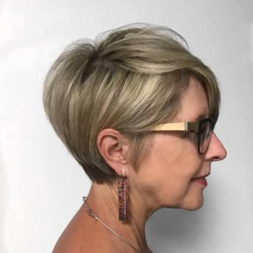 39 Youthful Short Hairstyles for Women Over 50 (With Fine & Thick Hair)
