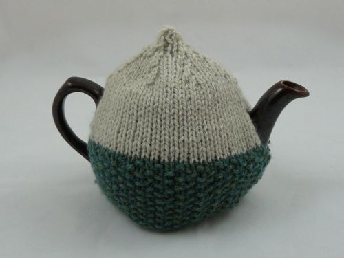 Acorn 2 Cup Tea Cosy | knitted tea cosy | free knitting pattern
