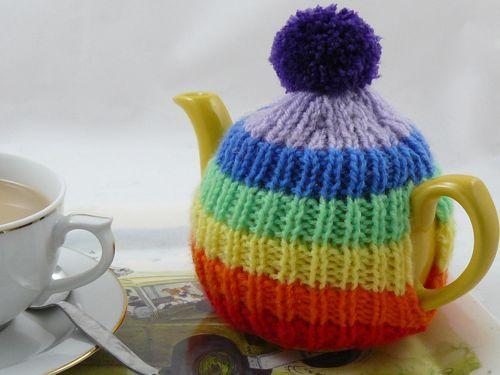 Rainbow Tea Cosy | knitted tea cosy | free knitting pattern