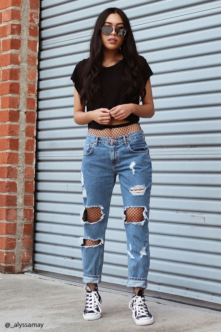 a pair of low-rise boyfriend jeans featuring a destroyed design, five-pocket JBDUYGK