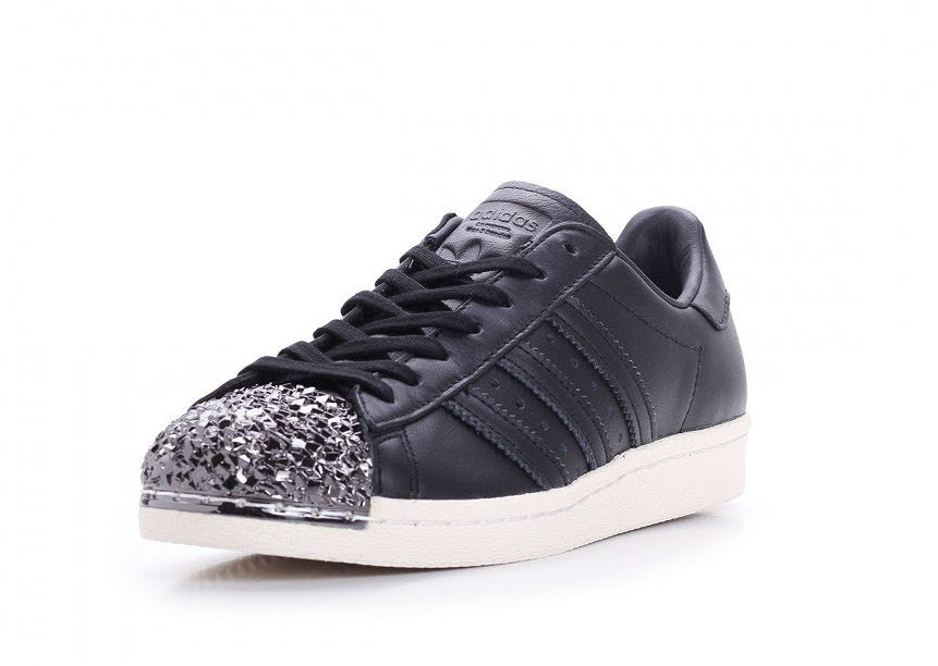 adidas superstar 80s 3d spikes are seen on the adidas superstar NNDVEOL