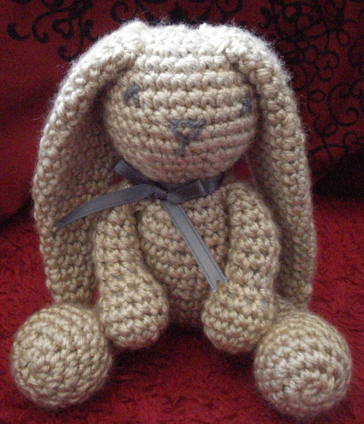 Crochet Bunny - Dutch Rabbit Amigurumi Pattern - Crochet News | 856x736