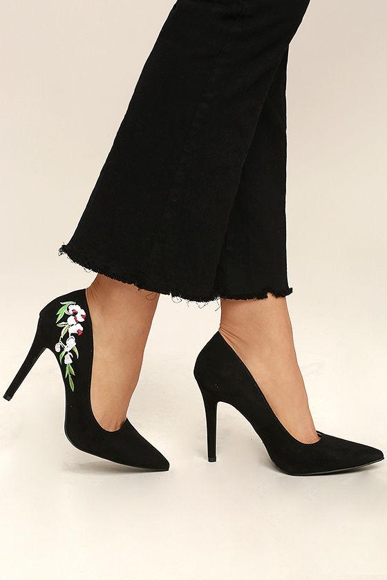 Why you should wear black pump shoes